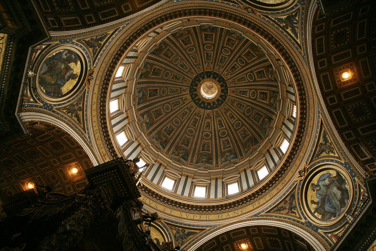 kupol-sobora-svyatogo-petra-vnutri.jpg